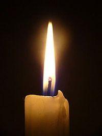 Для защиты от сглаза подойдет обычная свеча