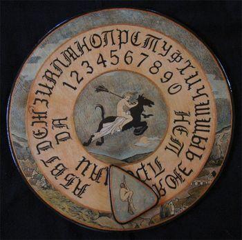 Рис. 2. Колдовская доска уиджи с кириллическими символами