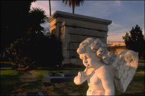 Кладбище магия ангел