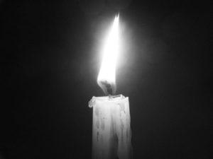 Свеча для очистки дома огнем