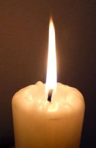 Огонь белой свечи при привороте